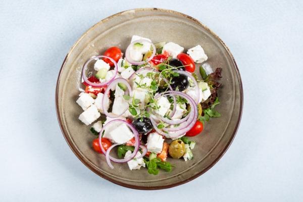 griechischer-salat0524ECF5-8CB5-14CA-E624-96BE10FD3548.jpg