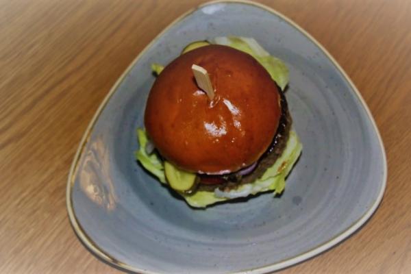 brioche-burger9A451DE4-D85F-EC8F-5E27-4B520955E593.jpg